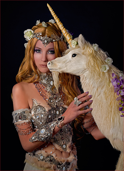 Licorne Blanche medieval fantasy creature mythologique beauté Séance Photos Nymphe Fee Elfique Feerique Backstage Shooting Photoshooting Behind the Scenes Unicorn Mythical Horse Nymph Lady Woodland Fantasy Féerie Fairy Pagan Wiccan Photoshoot Dreamy