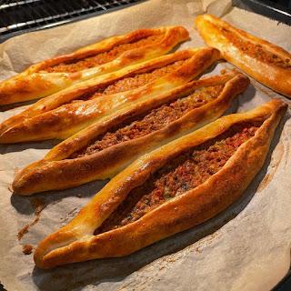 evde pide ekmek tarifi kavurmalı pide tarifi çiçek pide tarifi