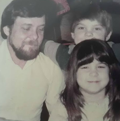 Vanessa Murdock's childhood picture with her father