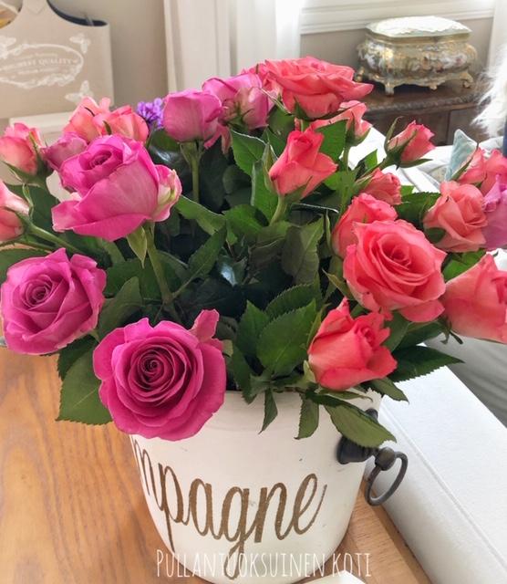 #ruusu #ruusuja #ruusukimppu #kukkia #rose #roses #rivieramaison #champange #champagecooler #pinkroses #pinkflowers #flower
