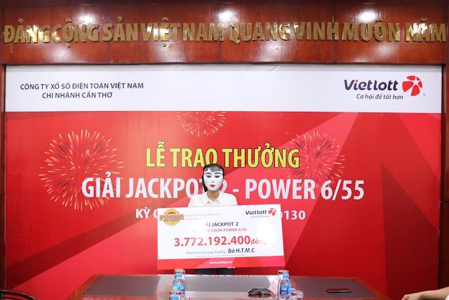 Nữ chủ nhân đeo mặt nạ nhận giải Vietlott hơn 3.7 tỷ đồng - Win2888vn