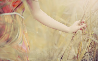 photo-mood-girl-nature-field-wallpaper-1920x1200