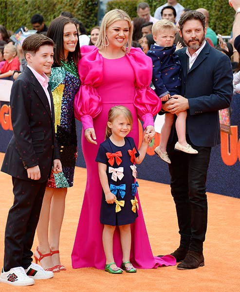 """Kelly Clarkson shares sweet way her Kids are helping her through heartbreak Divorce"""