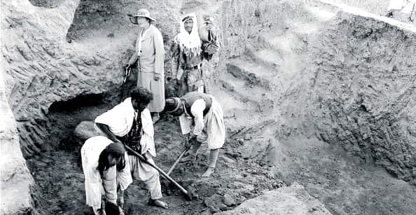 Agatha Christie supervising the workmen Britishmuseum