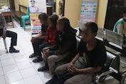 Pesta Miras di Halaman Masjid Al Ittihad Bobotsari, Empat Anak Punk Digelandang Ke Kantor Polisi