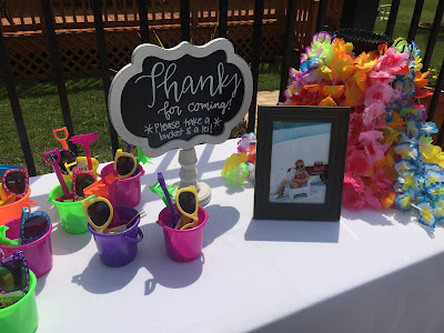 Lilo and Stitch theme birthday party - How to throw a Lilo and Stitch inspired Hawaiian Luau. Food and drink table decoration ideas. Party favors