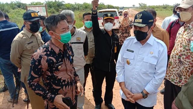 Bupati dan Wakil Bupati Rohil, Dampingi Gubernur Riau Tinjau Kondisi Jalan Lintas Pesisir