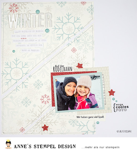 Ein winterliches Scrapbookinglayout bei dem das Motivpapier auf die Seite genäht und mit Textstempeln von Annes Stempel-Design verziert wurde.