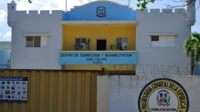 Quince reclusos cárcel preventiva de Puerto Plata dan positivo al coronavirus