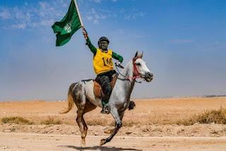 """خلود مختار أول فارسة سعودية تنال بطاقة """"جوكيه"""""""