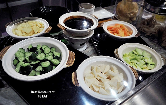 Kontiki Seafood BBQ Buffet Menu - Rojak Buah