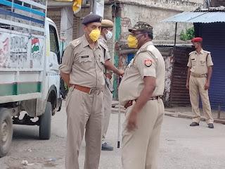 नगर उरई में पैदल गस्त कर संदिग्ध व्यक्ति/वाहन चेकिंग की गयी -अपर पुलिस अधीक्षक जालौन                                                                                                                                                                        संवाददाता, Journalist Anil Prabhakar.                                                                                               www.upviral24.in