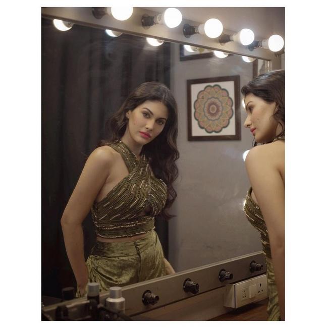Actress Gallery: Amyra Dastur Latest Pictures Instagram