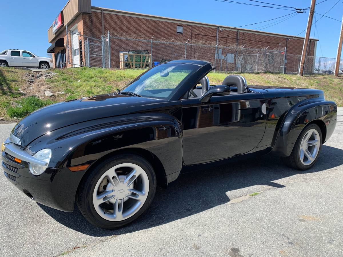 Daily Turismo: Super Sliding Rearend: 2005 Chevrolet SSR