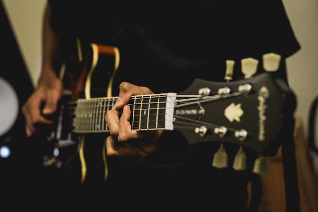 Les gitar elektrik jogja | Les Gitar Akustik Jogja | Les Gitar Klasik Jogja | Les Piano Jogja | Les Vokal Jogja | Les Biola Jogja | Less Bass Jogja | Les Drum Jogja | Les Musik Teori Jogja | Les Music Production Jogja | Les Audio Engineering Jogja