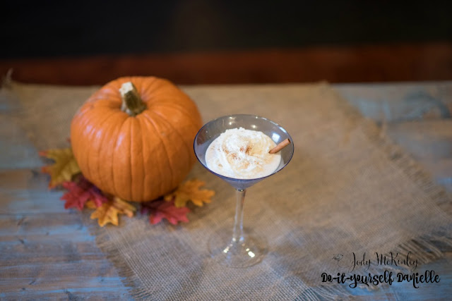 Pumpkin spice chata cocktail in a blue martini glass.