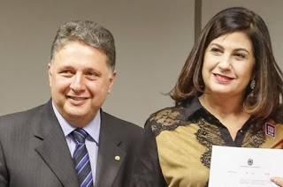 http://vnoticia.com.br/noticia/4081-justica-do-rj-manda-prender-de-novo-ex-governadores-garotinho-e-rosinha