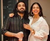 malvika mohanan with her brother