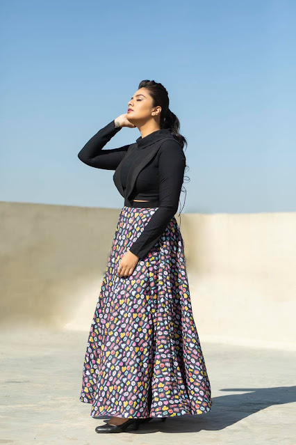 Sexy Anchor Sreemukhi Pictures - Sexy Hot Images Navel Queens