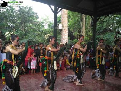 Tari Caraka Walik, festival gunung tidar