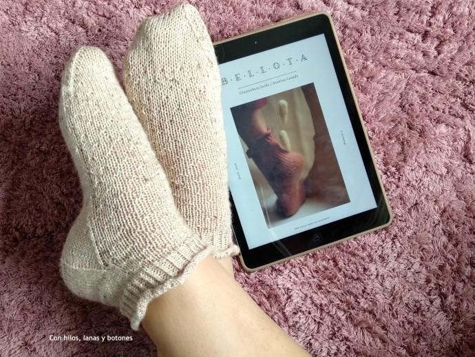 Con hilos, lanas y botones: Glastonbury Socks (patrón de Arantxa Casado, @north.knitter)