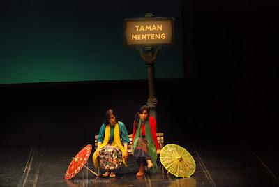 Maudy Koesnaedi, Zaenab, foto panggung, teater, Komedi, Komedi Tali Jodo, TIM, budaya betawi
