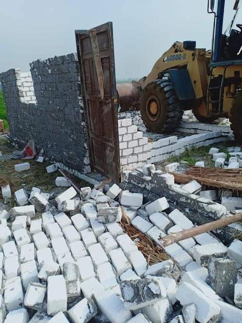 إزالة ٨ حالات تعدي على مساحة ٢١٠٠ م٢ بنطاق ٣ مراكز بالبحيرة