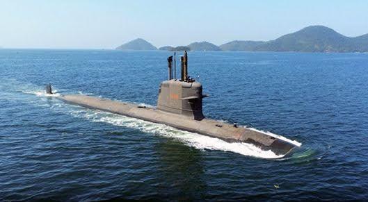 Submarino Riachuelo en sus pruebas de mar (Marihna Brasil).
