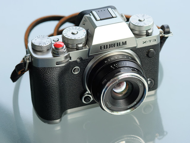 Pergear 25mm f1.8 lens Fujifilm X-T3 camera