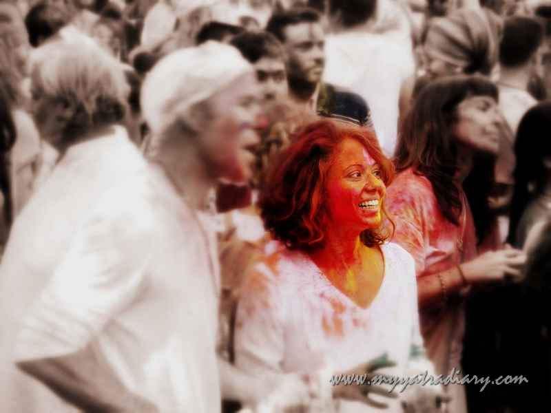 Celebrating Holi with foreigners at Rishikesh