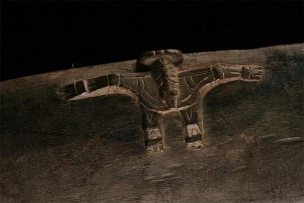 Dettaglio della ciotola di Siassi Tami che mostra quello che potrebbe essere uno pterosauro. (Amélie Godreuil)