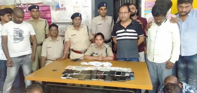 Breaking:पुलिस की छापामार कार्रवाई, जुआ खेलते भाजपा-काँग्रेस के नेता, रिश्तेदार सहित 23 रसूखदार पकड़ाए..