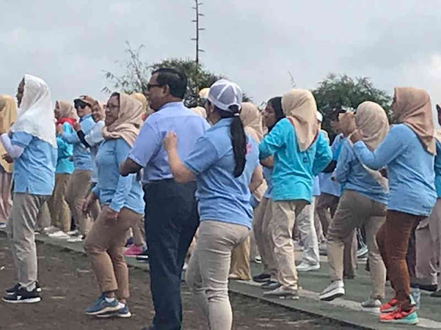 Prabowo Subianto Gelar Senam Bersama dengan Emak-emak di Hambalang