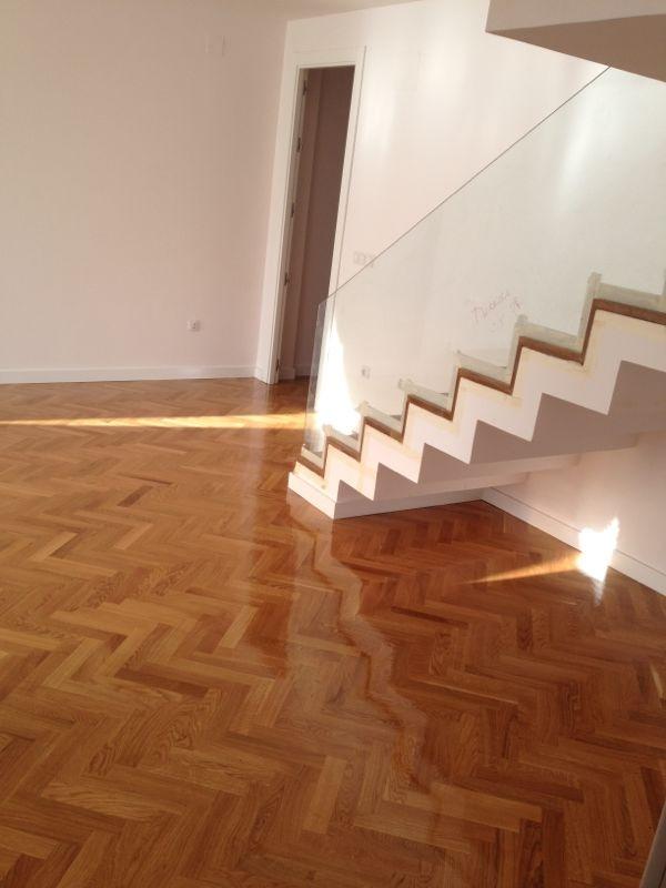 Tipos de barniz y acabados para suelos de parquet for Tipos suelos de madera