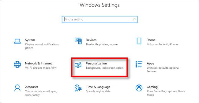 """في إعدادات Windows 10 ، انقر فوق """"التخصيص""""."""