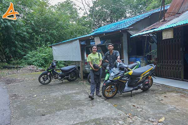 Lokasi Parkir untuk ke Bukit Rancutn Bengkayang