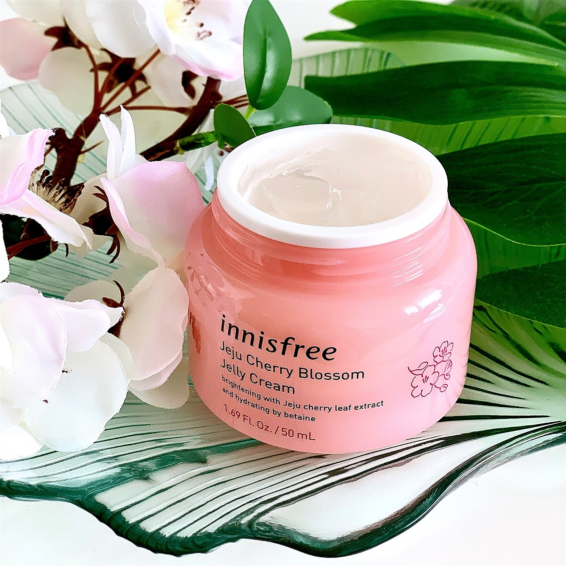 Innisfree Jeju Cherry Blossom Jelly Cream blog