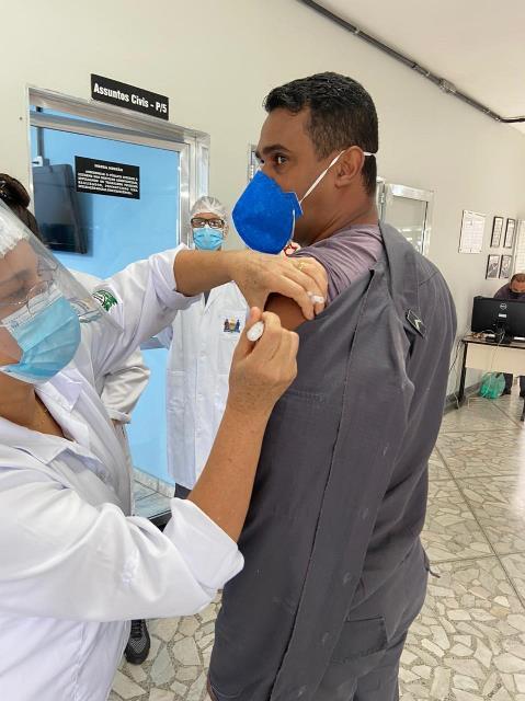 Vacinação dos profissionais da segurança pública do Vale do Ribeira