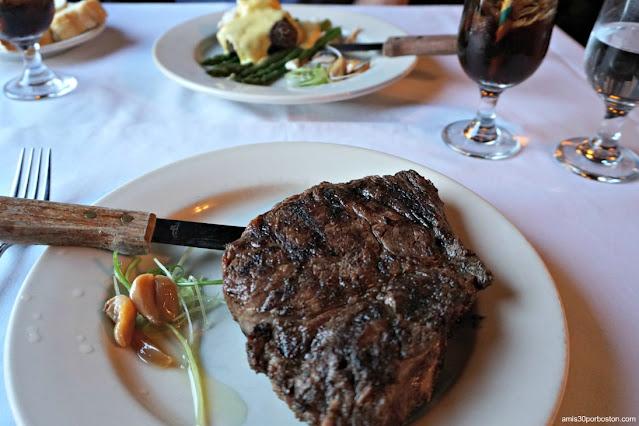 Nuestra Cena en el Library Restaurant de Portsmouth, NH