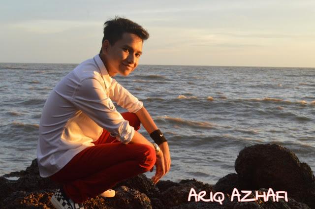 """Ariq Azhafi atau nama penuh beliau Mohamed Ariq Najmi Bin Mohd Azhafi berumur 17 tahun, telah dilahirkan pada 04 Disember 2001 di Muar Johor. Ariq adalah remaja istimewa dan berani tampilkan diri untuk membuktikan bahawa dirinya juga layak untuk berjaya sama seperti orang lain.  Kenapa beliau digelar """"TimeBoy""""??? Kerana Ariq jarang untuk bercakap dan hanya bersuara pada masa tertentu sahaja. Mungkin pada pandangan mata kelihatan normal tetapi Ariq agak sukar untuk memulakan perbualan."""