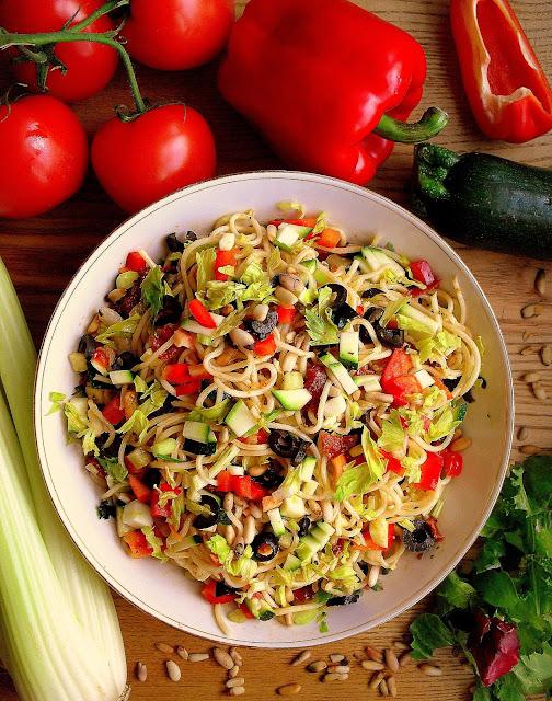 Włoska sałatka z makaronu spaghetti / Italian Spaghetti Salad