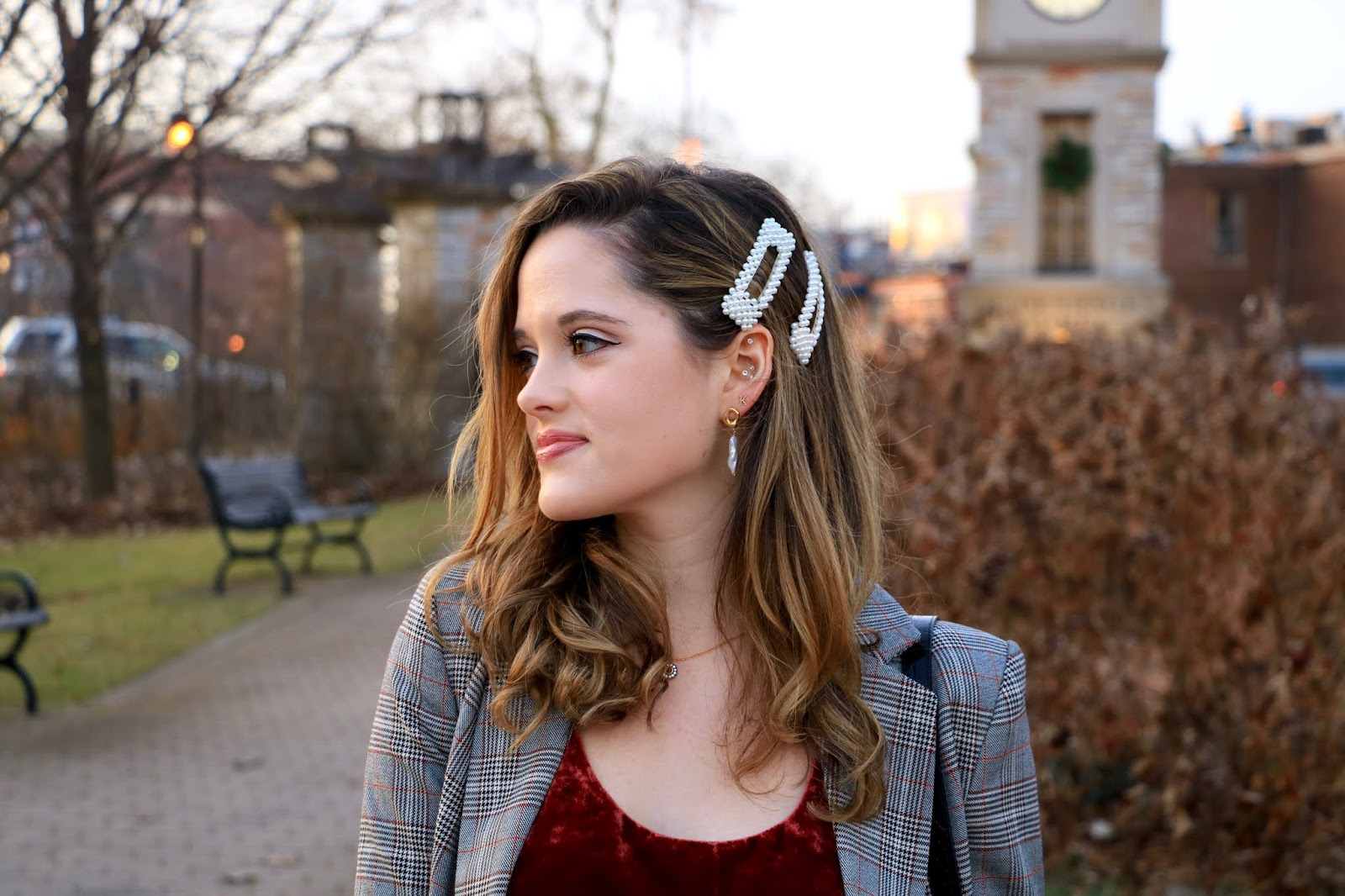 Nyc fashion blogger Kathleen Harper wearing pearl clips in her hair.