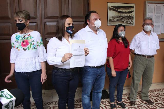 Tras amenaza de expulsión Lila Frías se registra para la alcaldía de Progreso