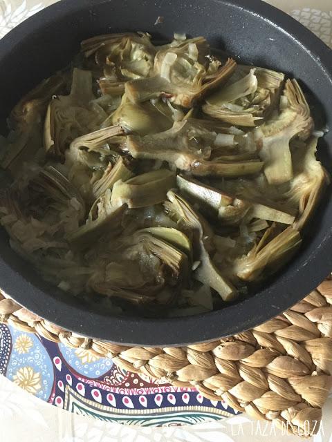 alcauciles-o-alcachofas-guisadas-con-salsa