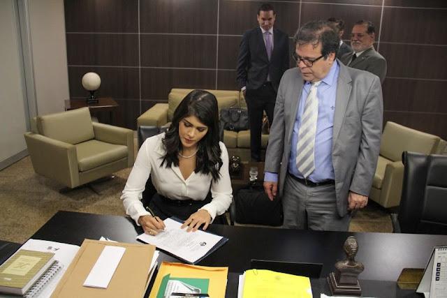 Juíza Amine Mafra toma posse na 2ª Vara de Delmiro Gouveia