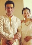ronit roy with her mother