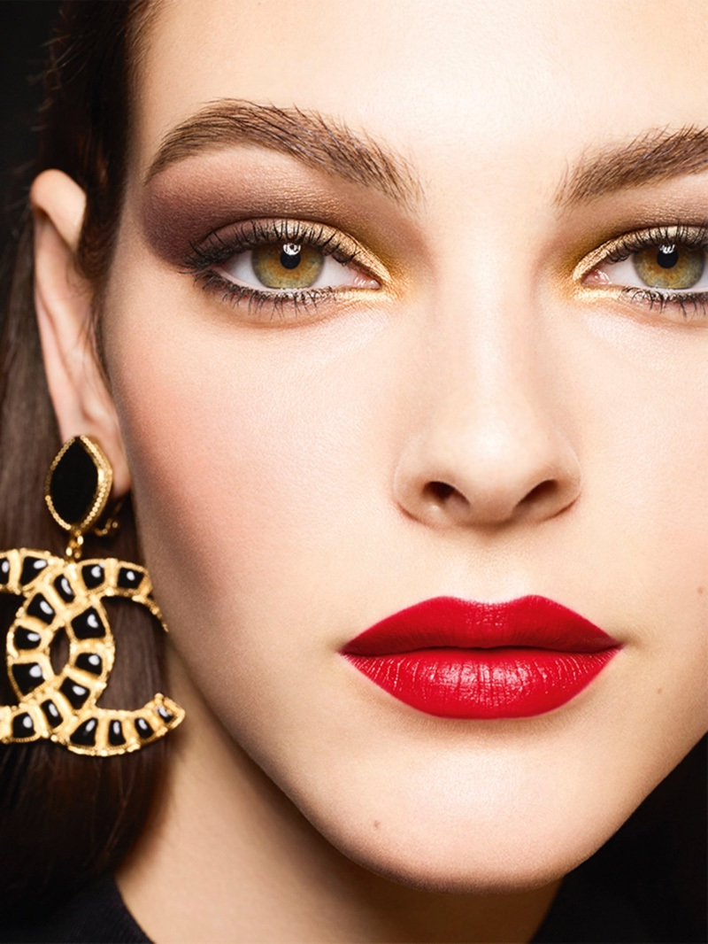 Vittoria Ceretti fronts Chanel Makeup Holiday 2019 campaign