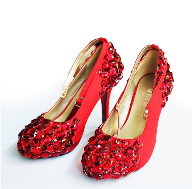 a277d54eb بنات اليكس: احدث أحذية للزفاف 2011 - أجمل أرق الأحذية للعرائس 2011