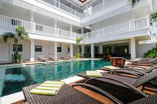 Hotelier Career - Butler at SAMSARA Hotel
