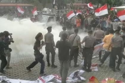 Aneh, Polisi Biarkan Massa Pendukung Revisi UU KPK Ricuh di Gedung KPK, Ada Apa?